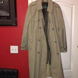 Botany 500 trench coat, belt is missing